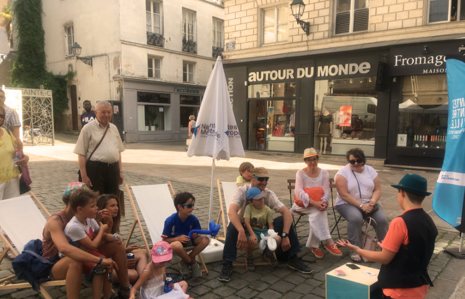 Cours de magie Le Lieu Magique Elève-Magicien entrain de se produire PlaceS t CROIX à Nantes