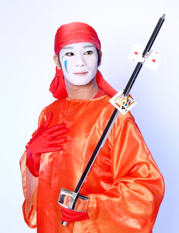 Kamimaro le magicien japonais retrouve des cartes avec un sabre au Lieu Magique