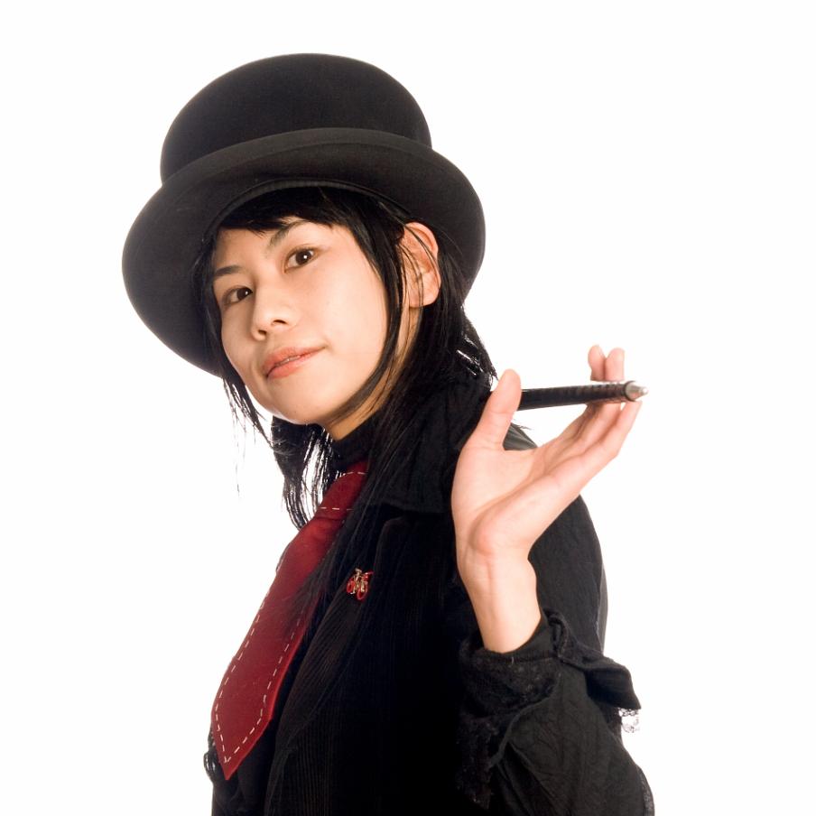 Portrait de NAOKO la magicienne japonaise invitée par Le Lieu Magique